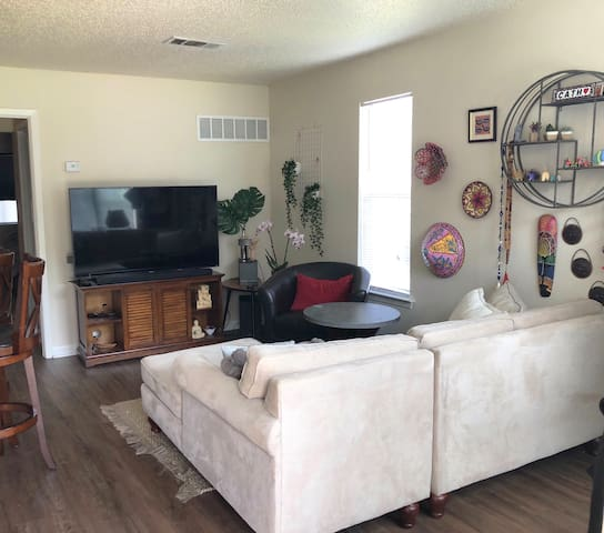 Cozy apartment close to Kyle Field/A&M Campus