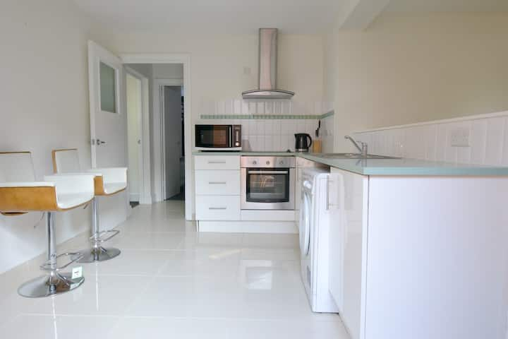 1 Bedroom Apartment - 2 Mins Walk to Waterfront