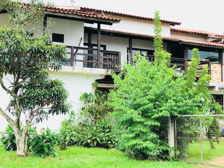 Espaçosa! Casa localizada na Praia do Ouvidor.