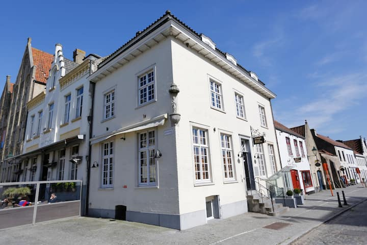 Characteristic vacation home (7p) @centre of Damme