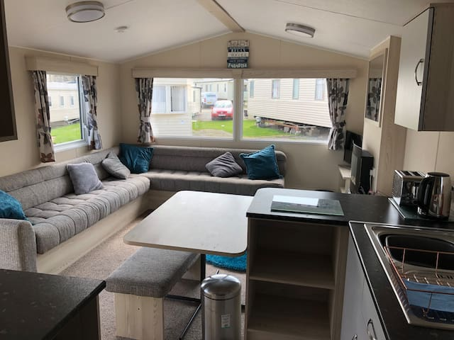 6 Birth Caravan on Marton Mere Blackpool + pool