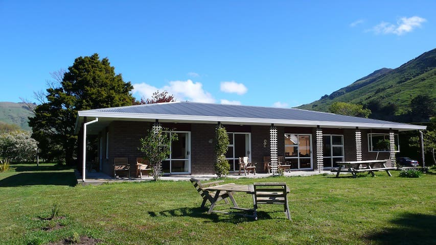 Guest House on small sheep farm - Akaroa - Huis