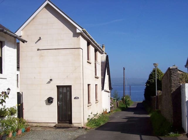 The Snug: Cosy hideaway with sea views