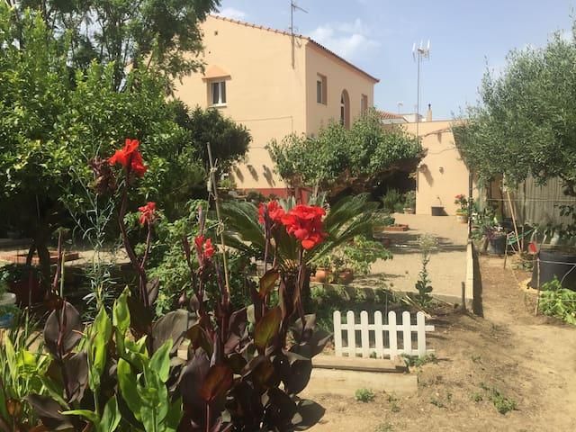 Gran Casa con jardín y patio