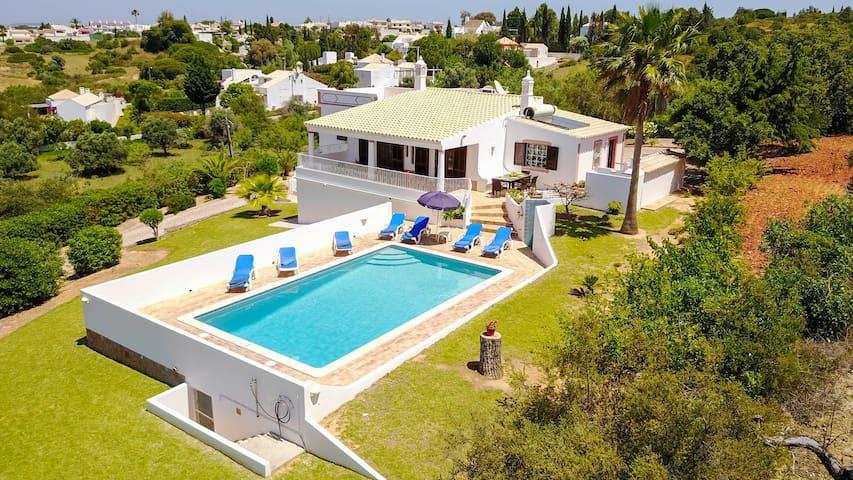 Villa w/ pool, garden, AC, WiFi