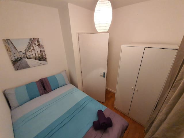 Lovely compact room close to Tower Bridge