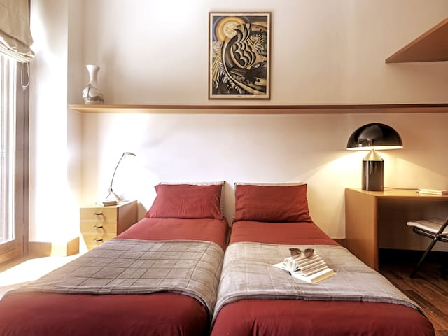 Art-Deco Flat near Duomo -WiFi-Downtown Residence