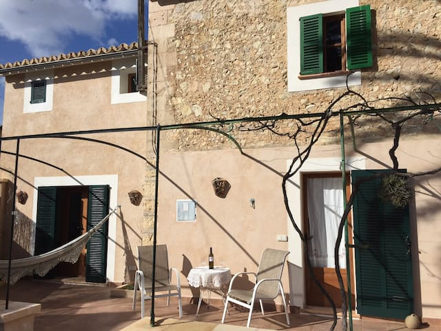 """Can Vi"" - Idyllic guesthouse with pool - Es Capdellà - Dom"