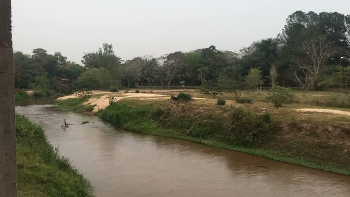 Camping al borde del arroyo Yhaguy en Itacurubí