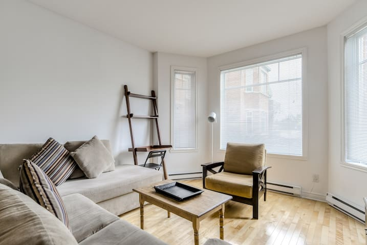 BRIGHT ***2BDR*** DORVAL near the water