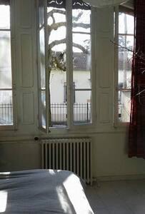 Aux Porte des Cévennes; le calme dans la ville - Alès - Pis