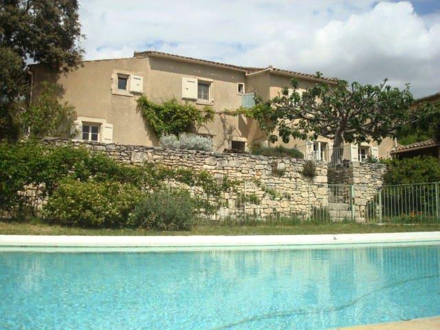 Maison à Ménerbes avec vue imprenable sur Luberon - Ménerbes - Ferienunterkunft