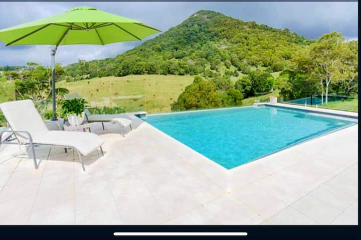 Mount View Resort Style Home on Cooroy Mountain...
