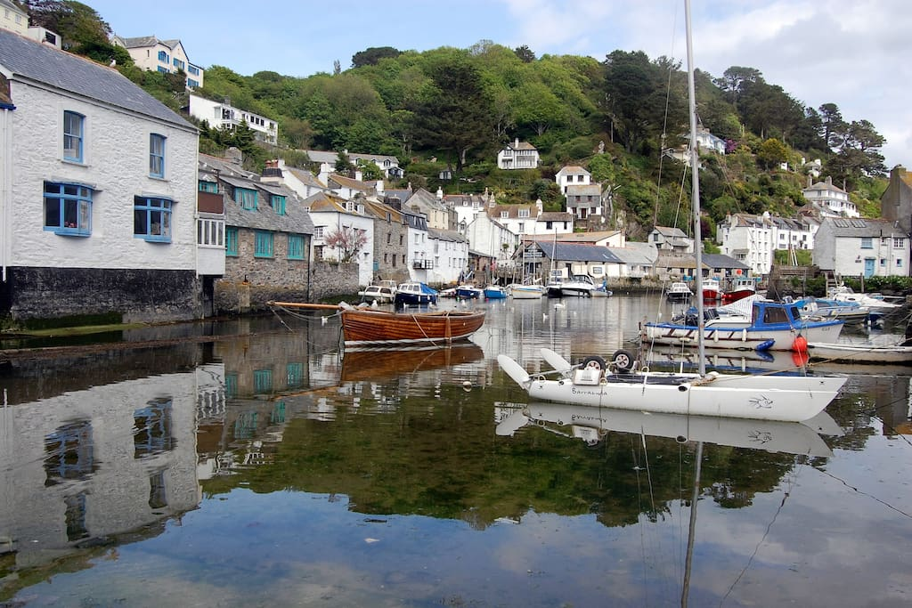 The traditional fishing village of Polperro is just 2 miles away