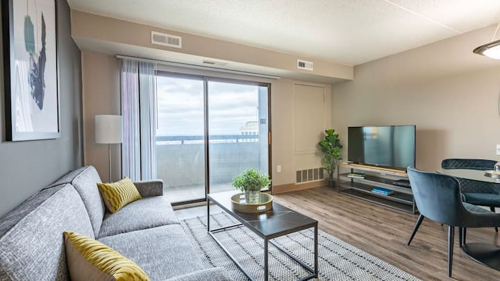 Admire one-of-a-kind views in this 1BD condo in downtown