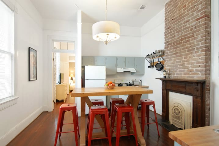Roomy Uptown 3 BR House Near Magazine & State