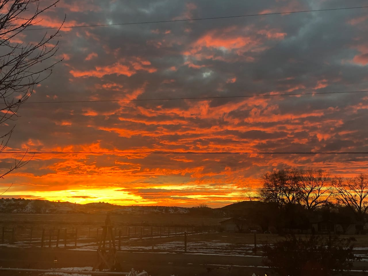 Beautiful sunsets and sunrises from your decks (handicap accessible) Horse Stalls available for additional fee.  3 Bedrooms 2 Full Baths. (Jetted Bath Tub)  Direct TV and Internet included.