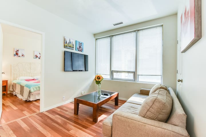 Best Location! Homely 2BR in the ❤ of Downtown