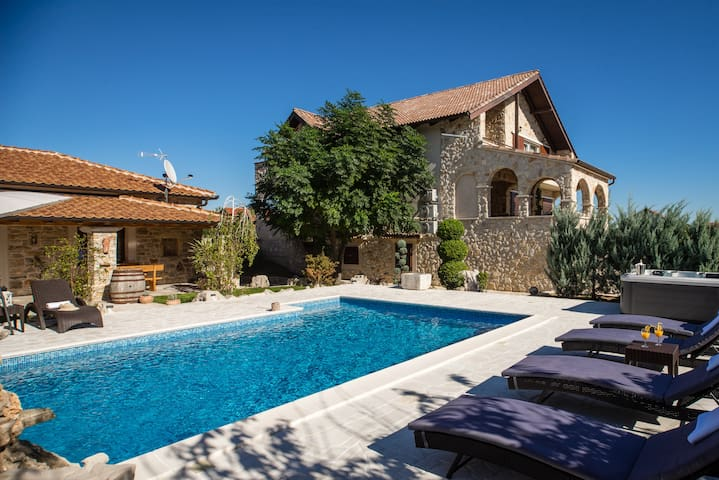 Stone Villa with private pool, jacuzzi and sauna