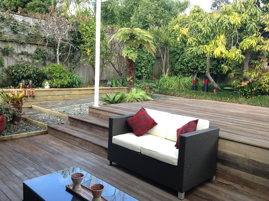 Tranquil courtyard garden, private and secure