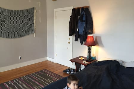 Big Quiet Bedroom Near Everything - Wohnung