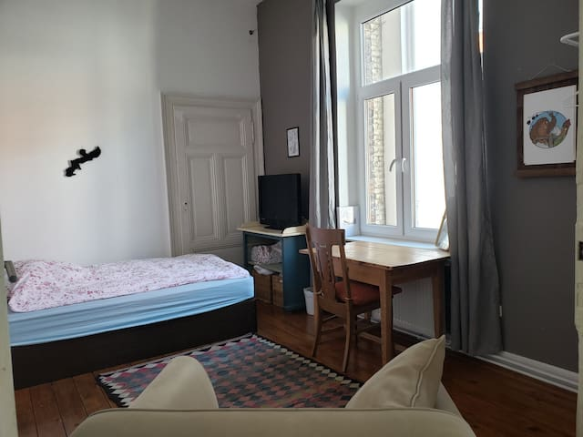Charming room next to Hbf - travel easy & comfy!