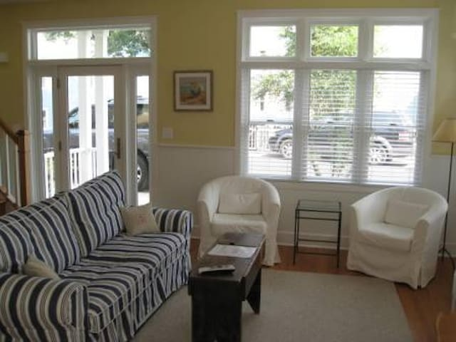 Beachwalk Location!   2 Bedroom 1.5 Bathrooms
