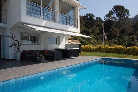 Modern Villa with Pool and Mediterranean views - ブラネス - 別荘