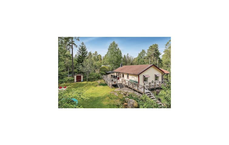 Holiday cottage with 2 bedrooms on 80 m² in Norrtälje