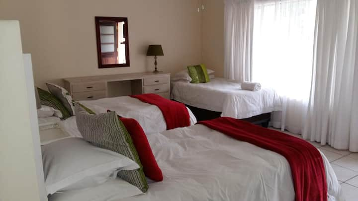 Room 8 - Bright Spice - Guest House Pongola