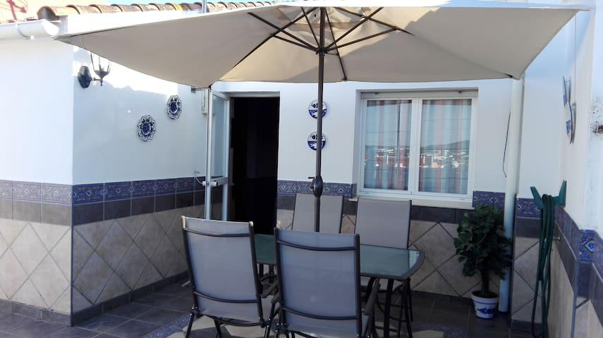 Ático con gran terraza, apartamento independiente.
