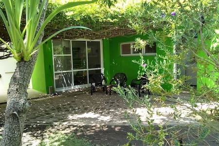 Casa los troncos, en MB Gonnet, amplio verde