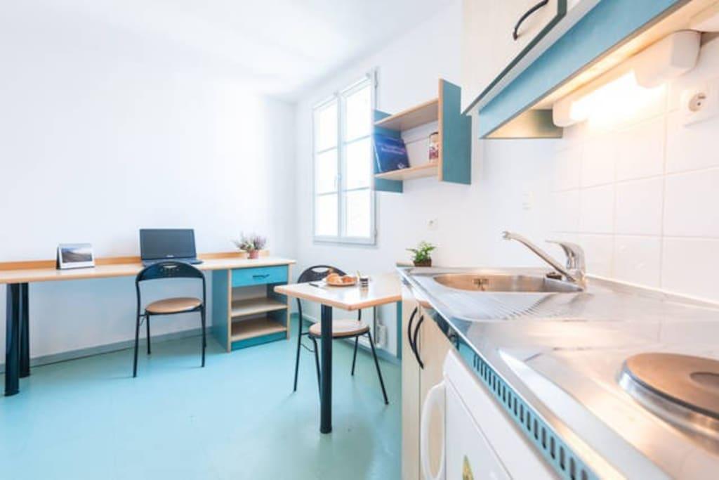 studio meubl propre internet champ de foire apartments for rent in bourg en bresse auvergne. Black Bedroom Furniture Sets. Home Design Ideas