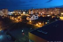 Вид из окна на ночной город