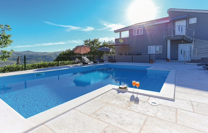 Apartment Villa IN - Four-Bedroom Apartment with Private Pool