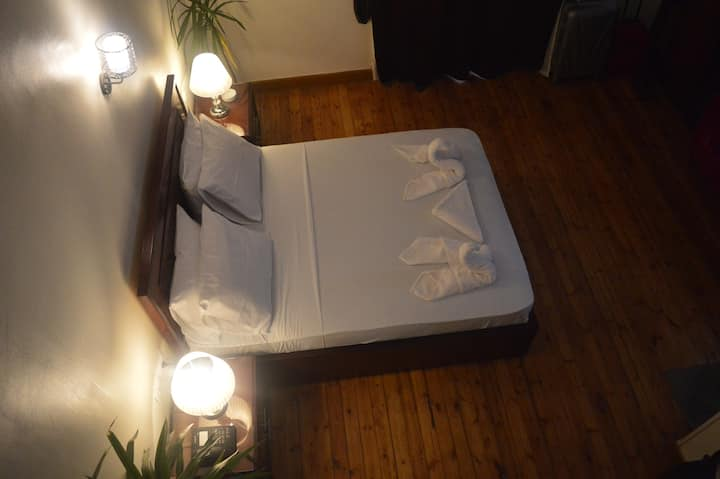 Private deluxe Triple Room in downtown