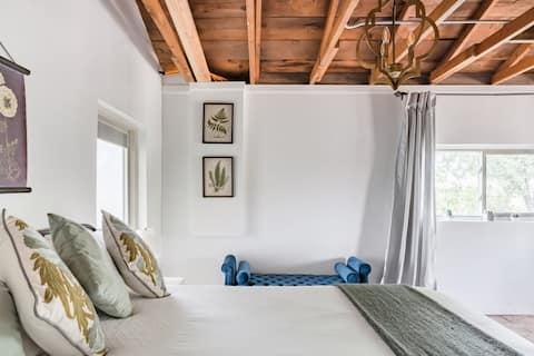 Lux Mini Farm House Stay