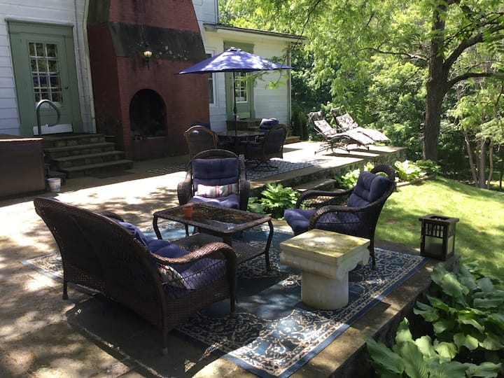 Great Country Estate Bounded By Nature Preserve