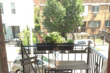Cosy Bedroom  + Private Bathroom in Bushwick - Brooklyn - Apartment