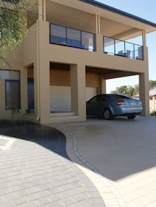 2 Storey house with great views - Falcon