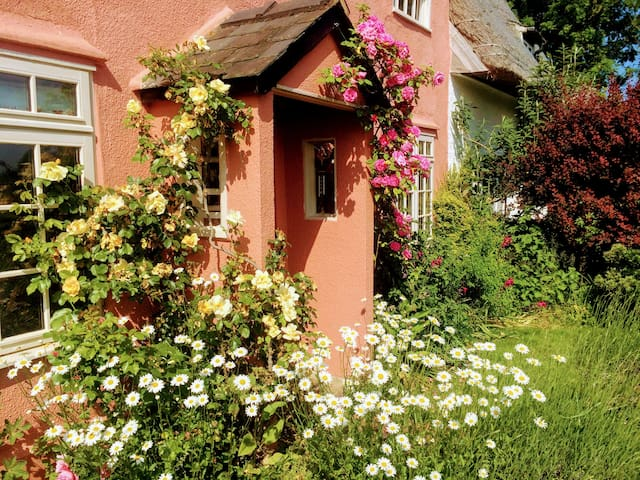 The Cottage - In quintessentially English village. - Cross Green - Casa