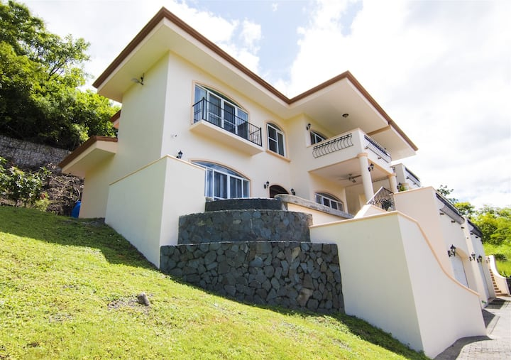 Perfect Location Walk to Everything!  Private Duplex in Playa Hermosa