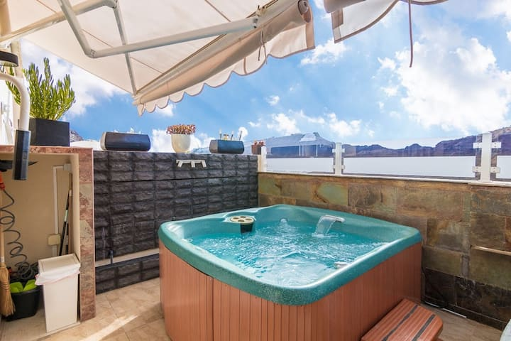 Luxury apartment with private Jacuzzi and Pool access