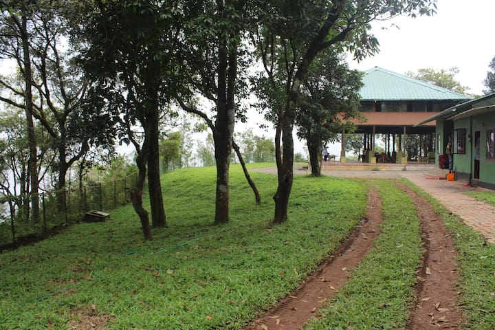 Stilt house Nestled on a Mountain at Sathram - Manjumala - Villa