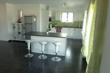 Villa moderne avec vue sur les Pyrénées