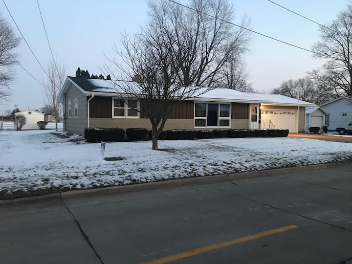 Comfortable 4 Bedroom Ranch-style house
