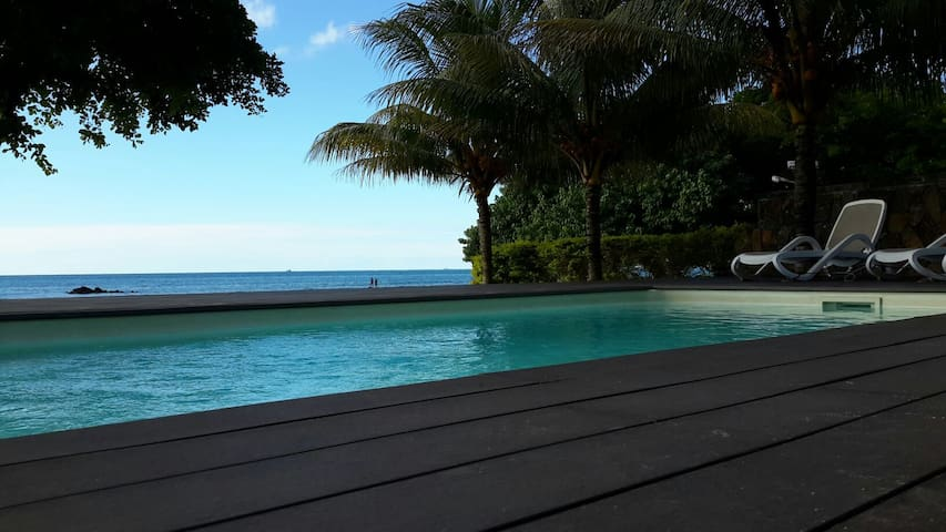 5* Beach Front 1 bedroom apartment - Trou aux Biches