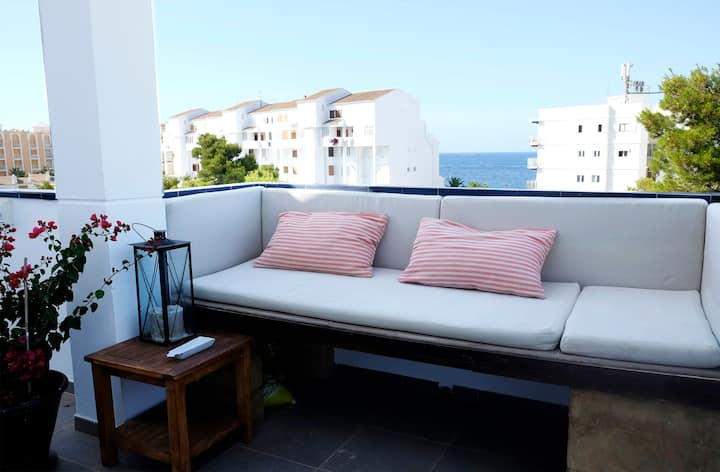 Amazing apartment with lovely terrace and seaviews