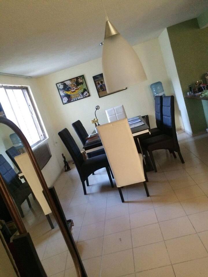 Habitación privada en cómodo departamento