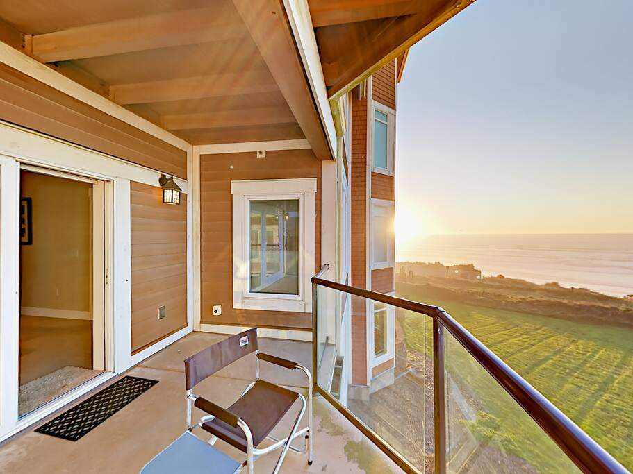 Sliding glass doors open to the private balcony with breathtaking views of the Pacific.